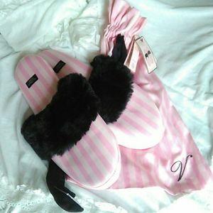 (Brand New)  Victoria's secret fur trim slipper's